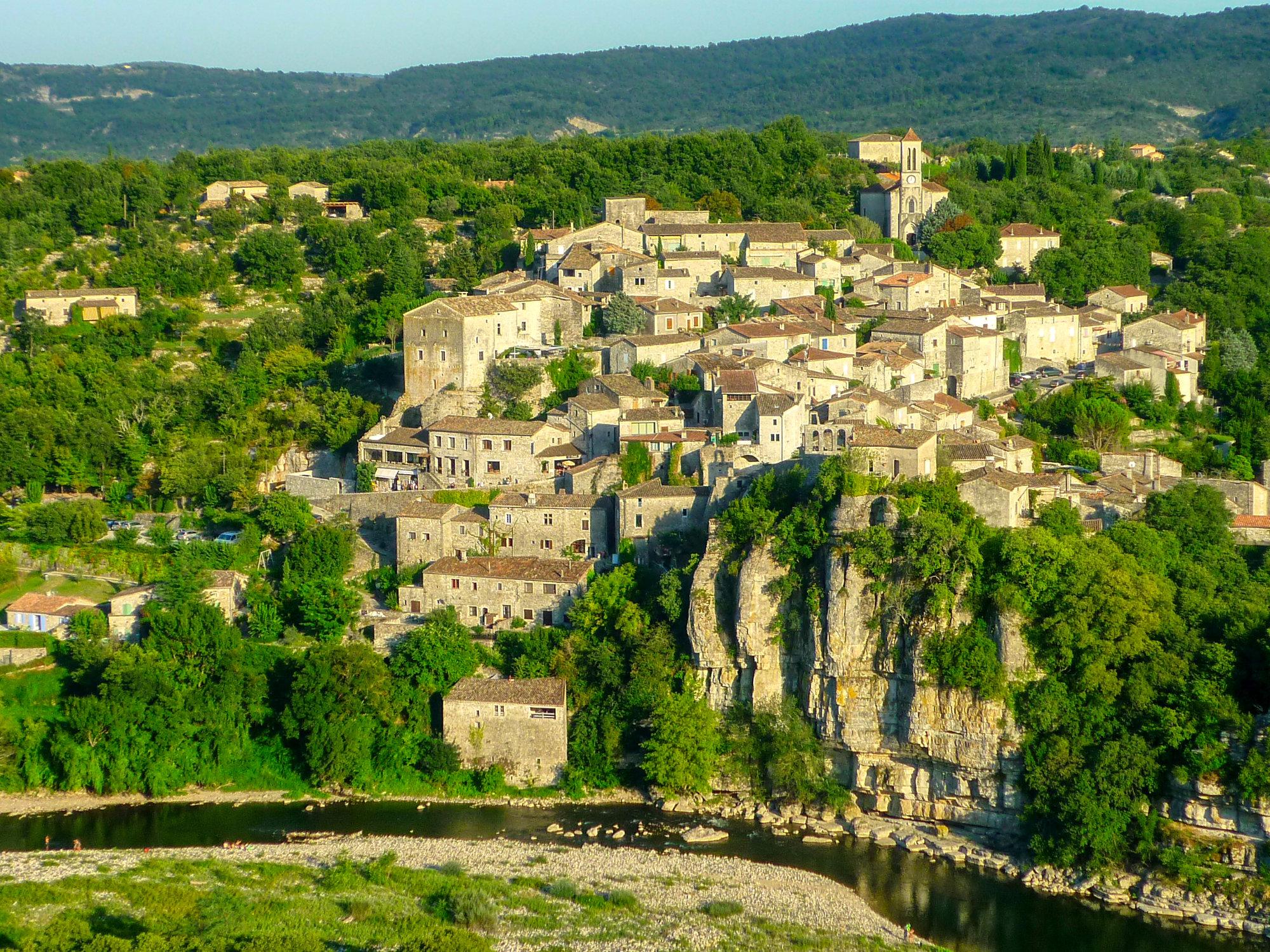 Vue sur Balazuc deouis falaise Ardèche