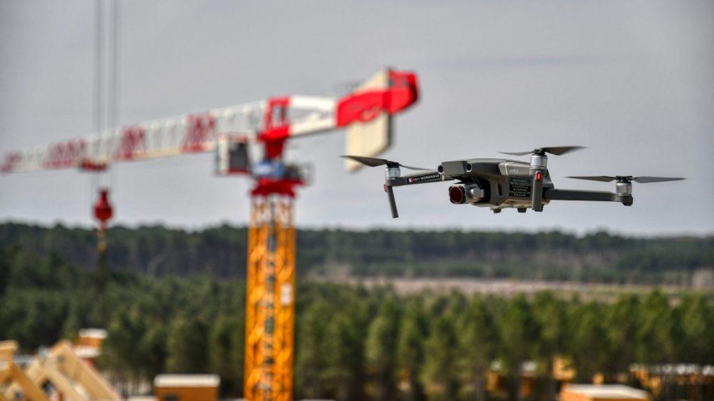Pilote de drone en suivi de chantier